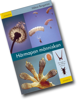 Omslag till boken Härmapan människan med bland annat sulan på en stövel bredvid fotsulan på en geckoödla.